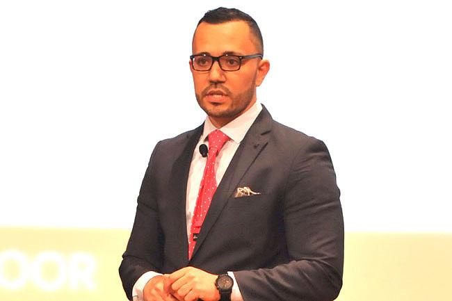 Dr Mohamed Issa delivers his presentation.